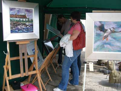 gina_wright_pittenweem_2009_venue_browsing.jpg